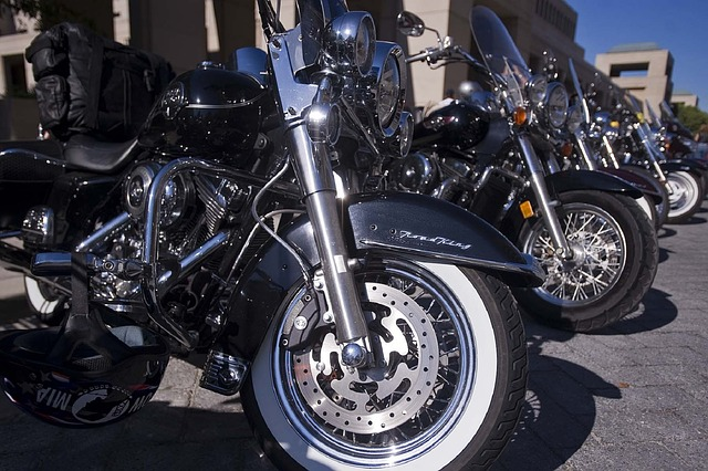 motorcycles-655477_640